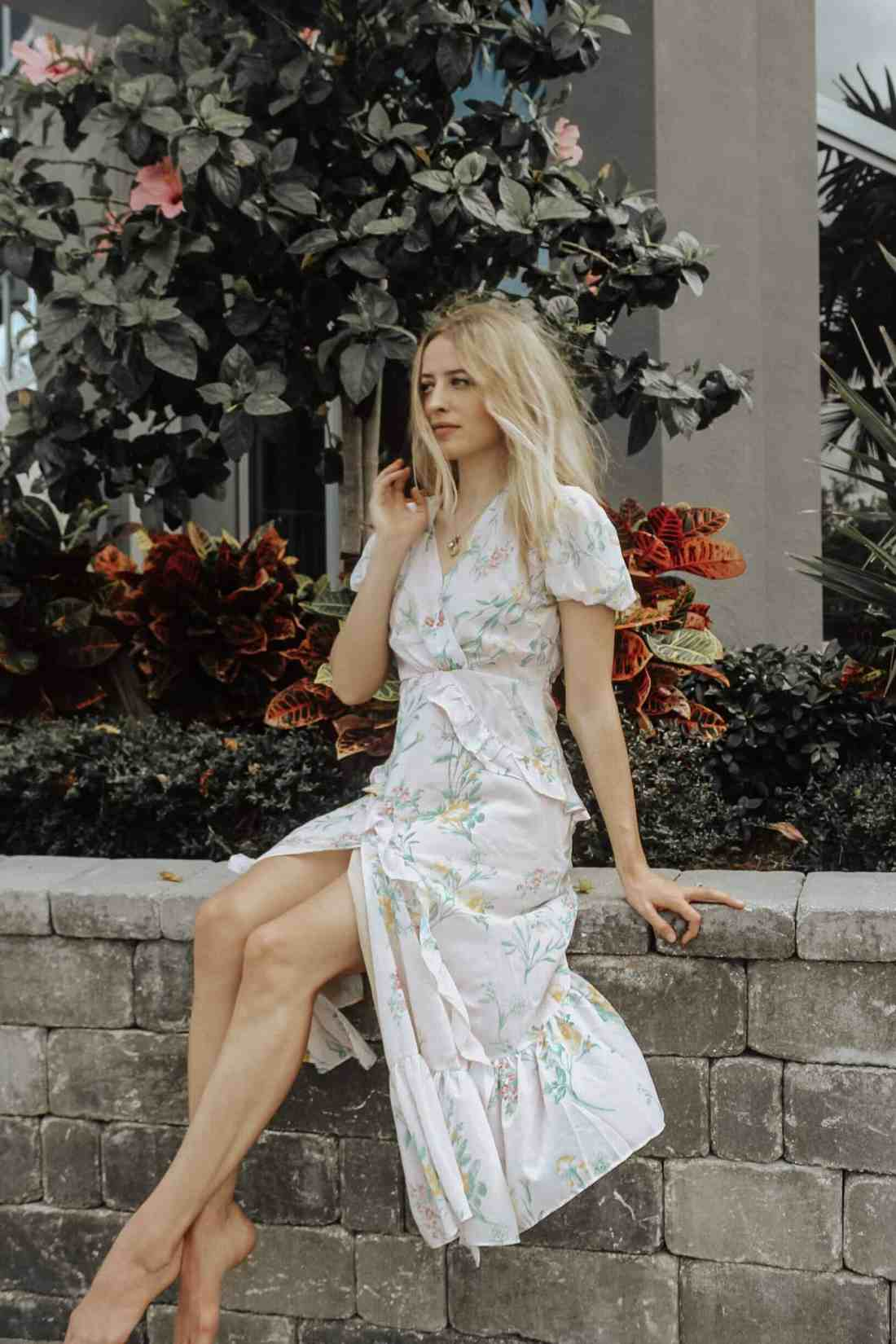 Spring Trends for 2019 - Clothing trends to keep an eye out for in Spring 2019! Featuring trends such as hair accessories, square necklines, lavender & more
