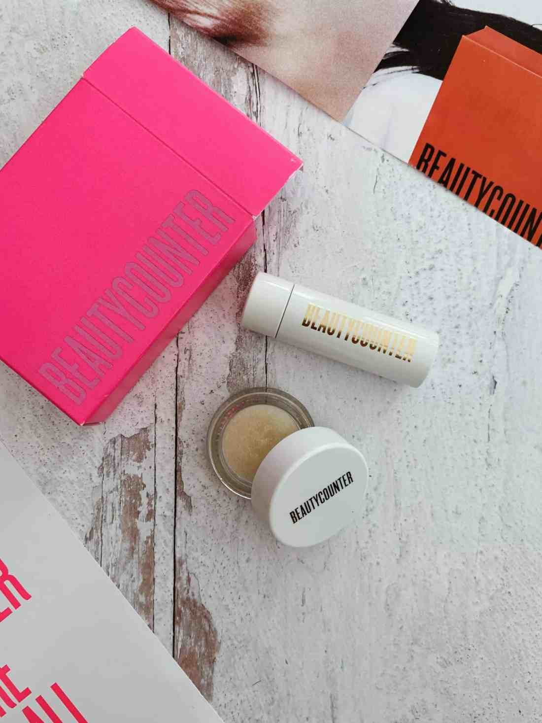 2020 Beautycounter Holiday Collection Review - These festive gift sets include clean makeup, amazing skincare, & luxurious self care items!