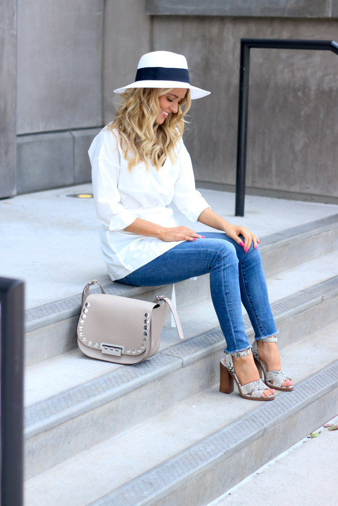 amber from Every once in a style wearing   high waisted skinny jean    white top     panama hat