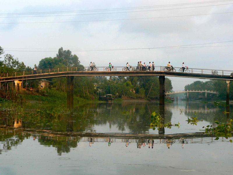 morning commute in cambodia