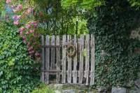 5 Vintage Garden Gate Ideas for an Antique Look