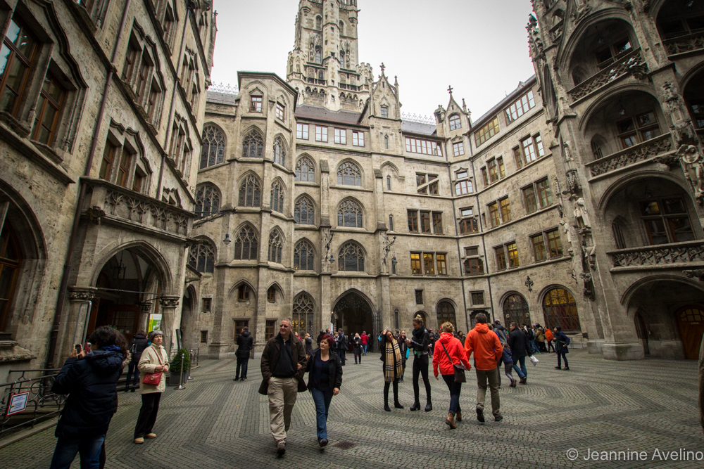 Neues Rathaus Courtyard