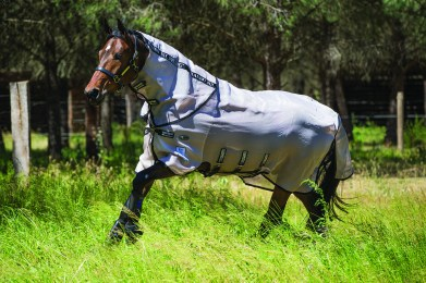 Made with unique patented, durable fabric that is super soft, comfortable whilst offering UV protection. Built to last for many seasons. Made from a durable fabric with Vamoose anti-insect technology, super-sized tail flap, belly and neck protection for the most powerful and long lasting defence against flies.