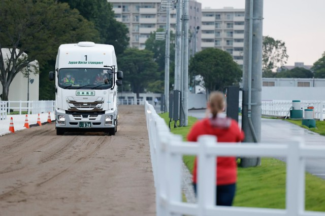 Olympic dressage horses convoy  Dressage Horse of Convoy arrives at EQP from Haneda Airport in Tokyo,Japan.   July 15, 2021   Photo: FEI/Yusuke Nakanishi