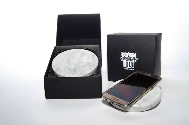 Wireless charging pad in Carrara marble by Progetto 99 - design by Niccolò Garbati