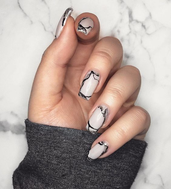 Marble nails by Electa nail art. (source: @electanailart instagram)