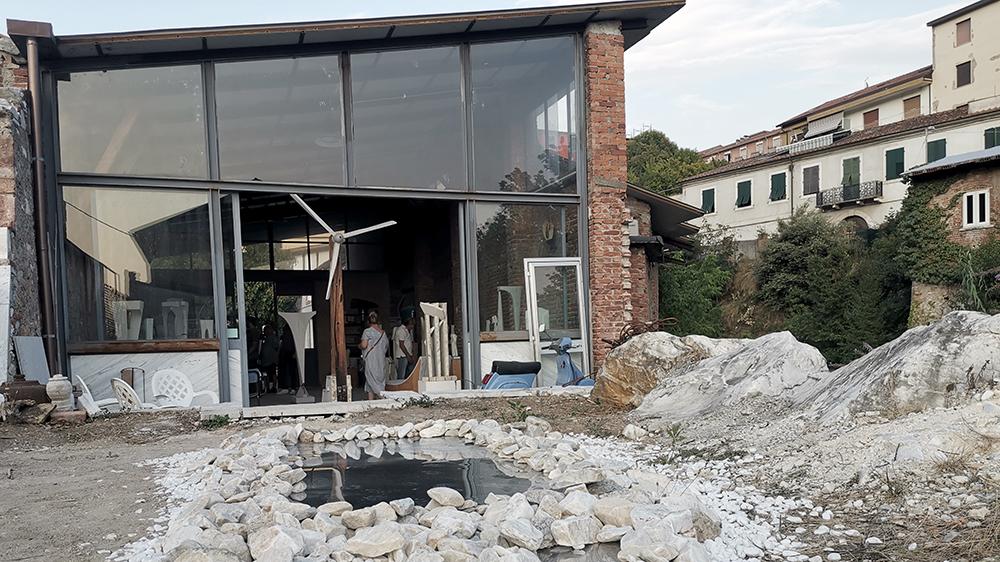 Studio Marmore+ Carrara - a uno spazio di espressione artistica e culturale.