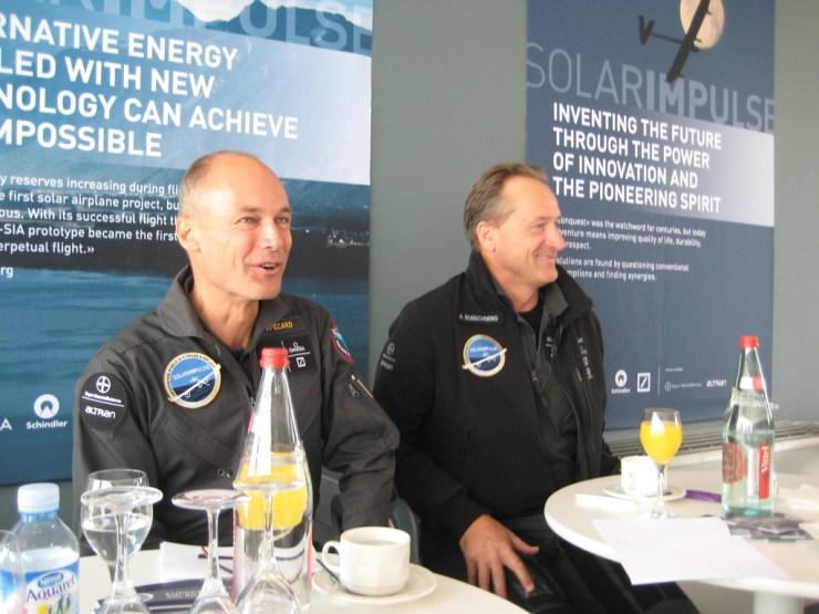 Einmal rund um die Erde mit Donnerkraft: Bertrand Piccard & Andre Borshberg, die beiden Piloten der Solar Impulse. / Foto: Wiser Earth, Flickr