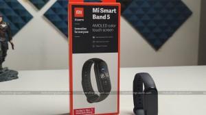 Mi Smart Band 5 1 scaled 300x168 c