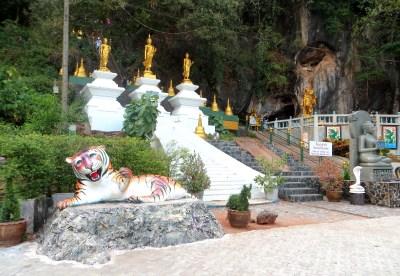 Beginn des Aufstiegs zum Tiger Cave Tempel
