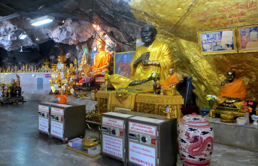 Im Inneren des Tiger Cave Tempels