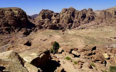 Blick auf The Basin Place Of High Sacrifice in Petra