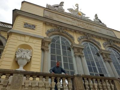 Marc Möllmann vor der Gloriette in Schönbrunn