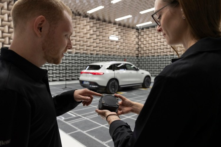 Mercedes-Benz plug -in hybrids and electric models are equipped with sound generators.jpg
