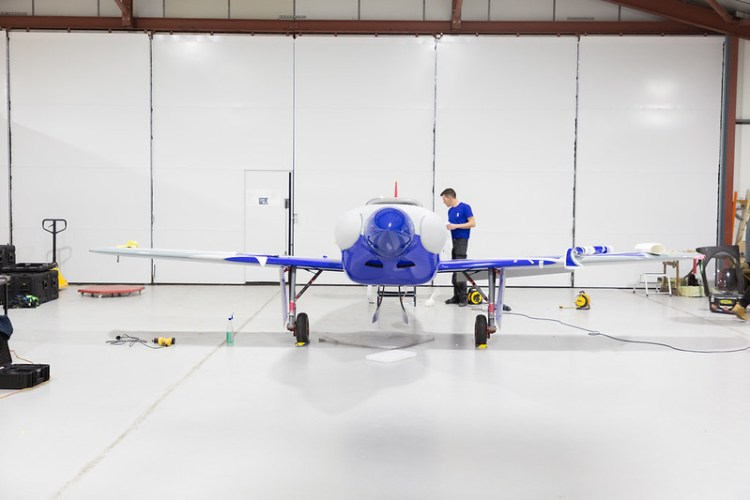 Rolls-Royce unveils all-electric plane targeting the record books-7
