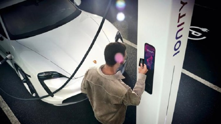 Charging with the Porsche Charging Service-2