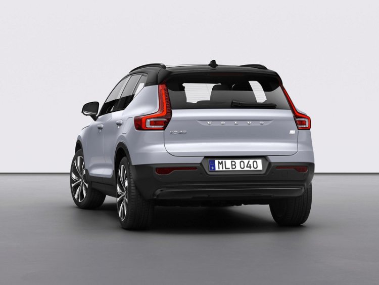 Volvo XC40 Recharge P8 AWD in Glacier Silver-5