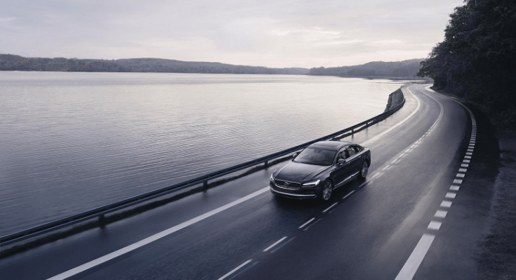 Volvo S90 Recharge T8 plug-in hybrid on the road Image