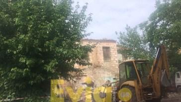 Ψαχνά Ευβοίας: Σε κατεδάφιση 2 παλαιών κτηρίων προχώρησαν