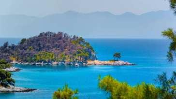 Η παραλία στη Σκόπελο που δεν «μαραίνεται» ποτέ