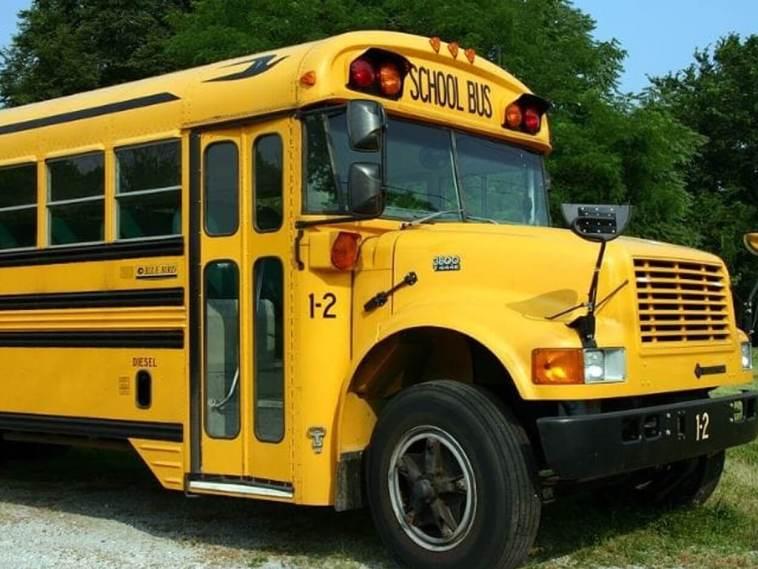 σχολικού λεωφορείου και ένα κοριτσάκι Βάρκιζα