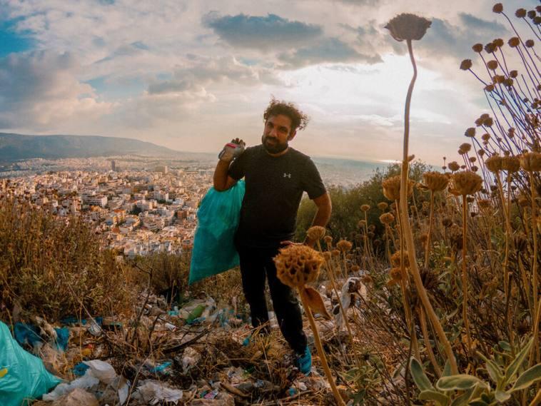 μαζεύοντας σκουπίδια μέχρι τα Ελληνικά της Εύβοιας