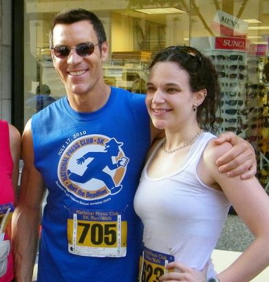 Tony Horton of P90X posing with a woman