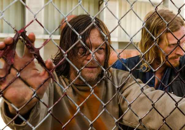 5-things-you-might-have-missed-in-the-walking-dead-episode-3-the-cell