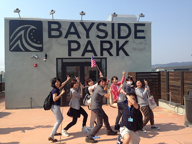 bayside-japanese-student-visit-group-with-sign-628px