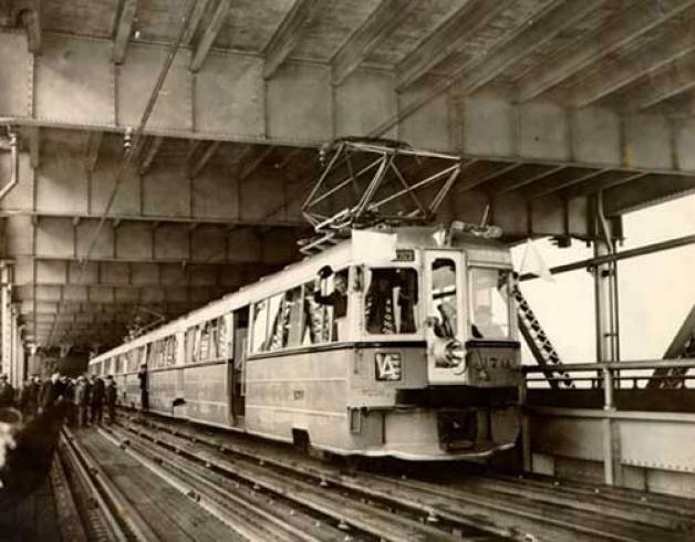 first_electric_train