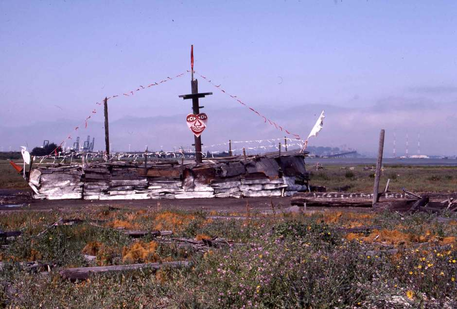 Ship at the Emeryville Mudflats, 20 years after Wayne Saxton built his first Viking Ship in 1964. Courtesy of The California College of Art