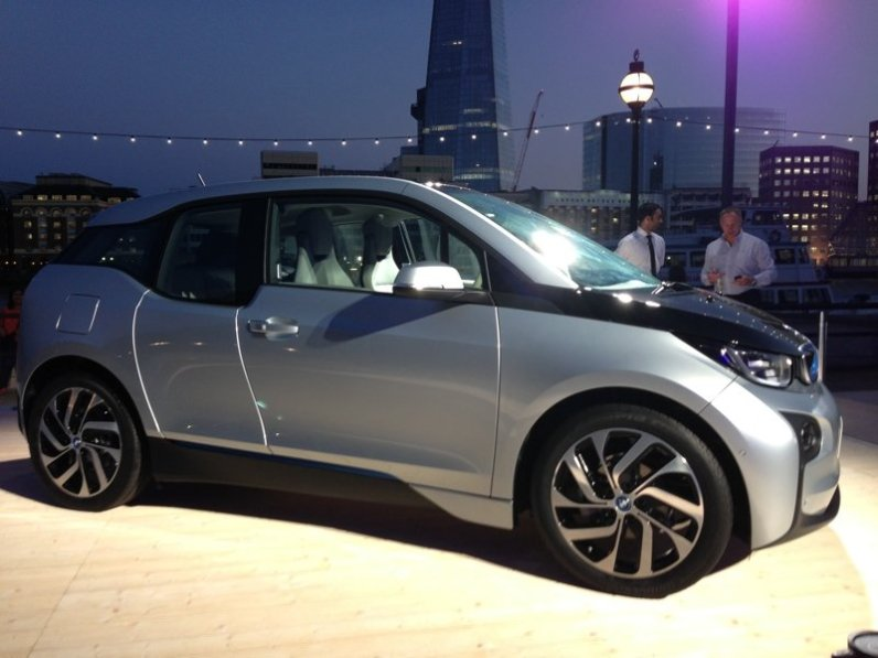 i3 at launch outside by river thames side on
