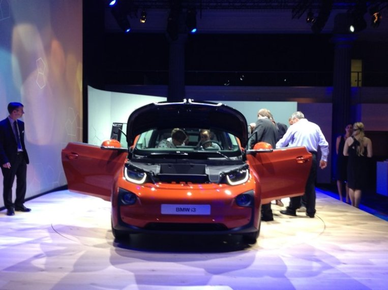 i3 from front with doors open