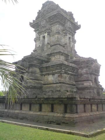 Ciri Ciri Candi Di Jawa Timur : candi, timur, Perbedaan, Ciri-ciri, Candi, Tengah, Timur, Evinmy, Serba