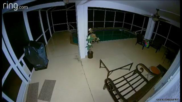 Загадочные загадки с видеонаблюдением за домом жителей Кейп-Корал