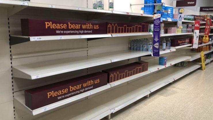 нехватка пустых полок супермаркета