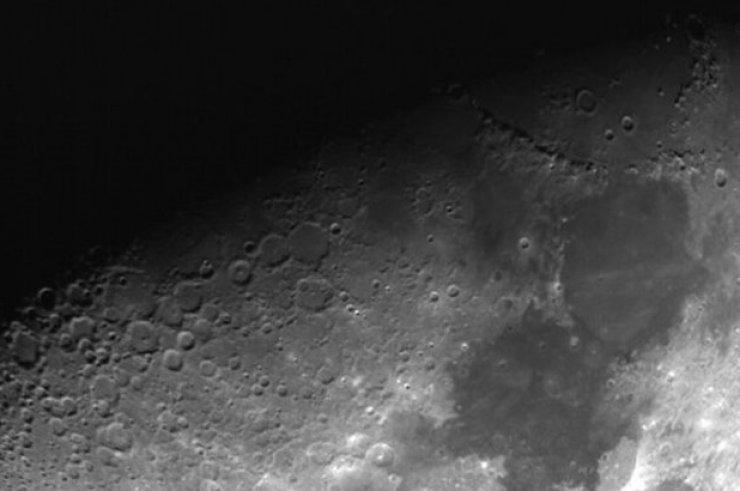 Какие загадочные огни появляются на Луне?