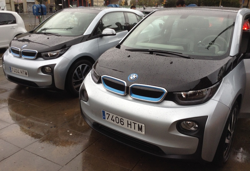 Two black & silver BMW i3s at Arc de Triompf in Barcelona, Spain.(This image is available for republishing and even modification under a CC BY-SA license, with the key requirement being that credit be given to Zachary Shahan / EV Obsession/ CleanTechnica, and that those links not be removed.)