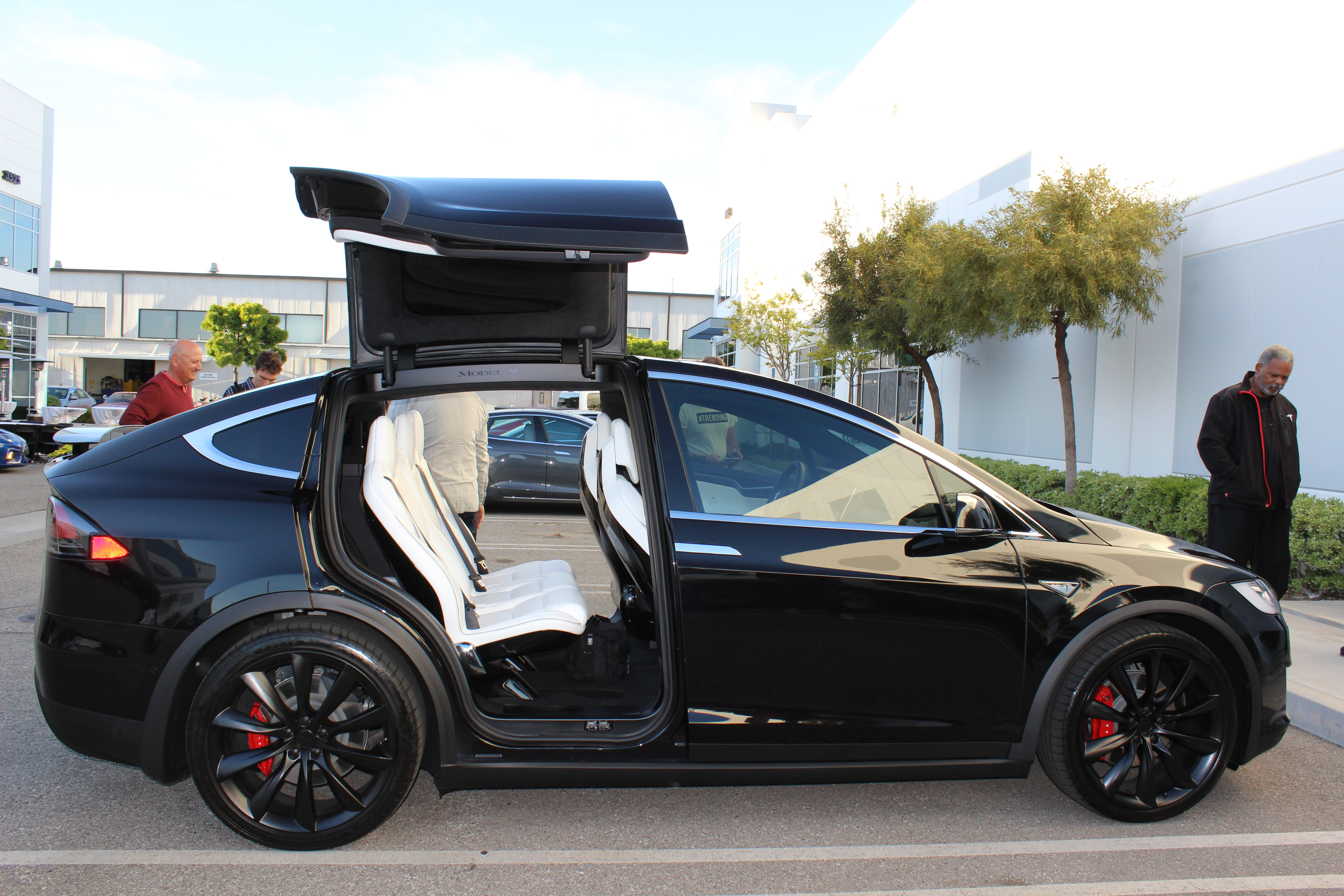 consumer reports not thrilled with tesla model x might be smoking oil crack. Black Bedroom Furniture Sets. Home Design Ideas