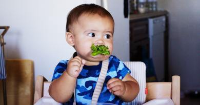 Baby eating healthy