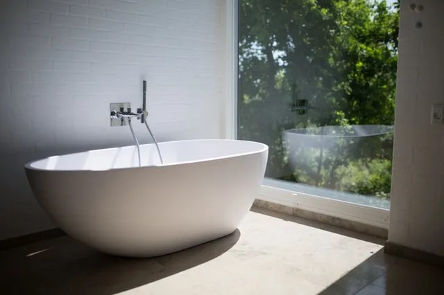 A bath - our room by room packing guide is almost over!