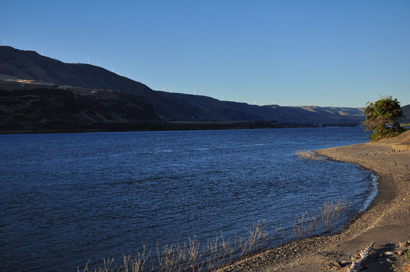 The beach at Rufus Landing near John Day Dam on the Columbia River while living in our RV full time.