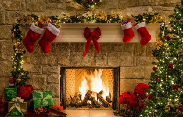 New_Year_Prezent_Under_Christmas
