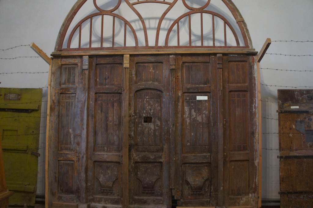 Ворота тюрьмы НКВД в Замке г.Золочев.