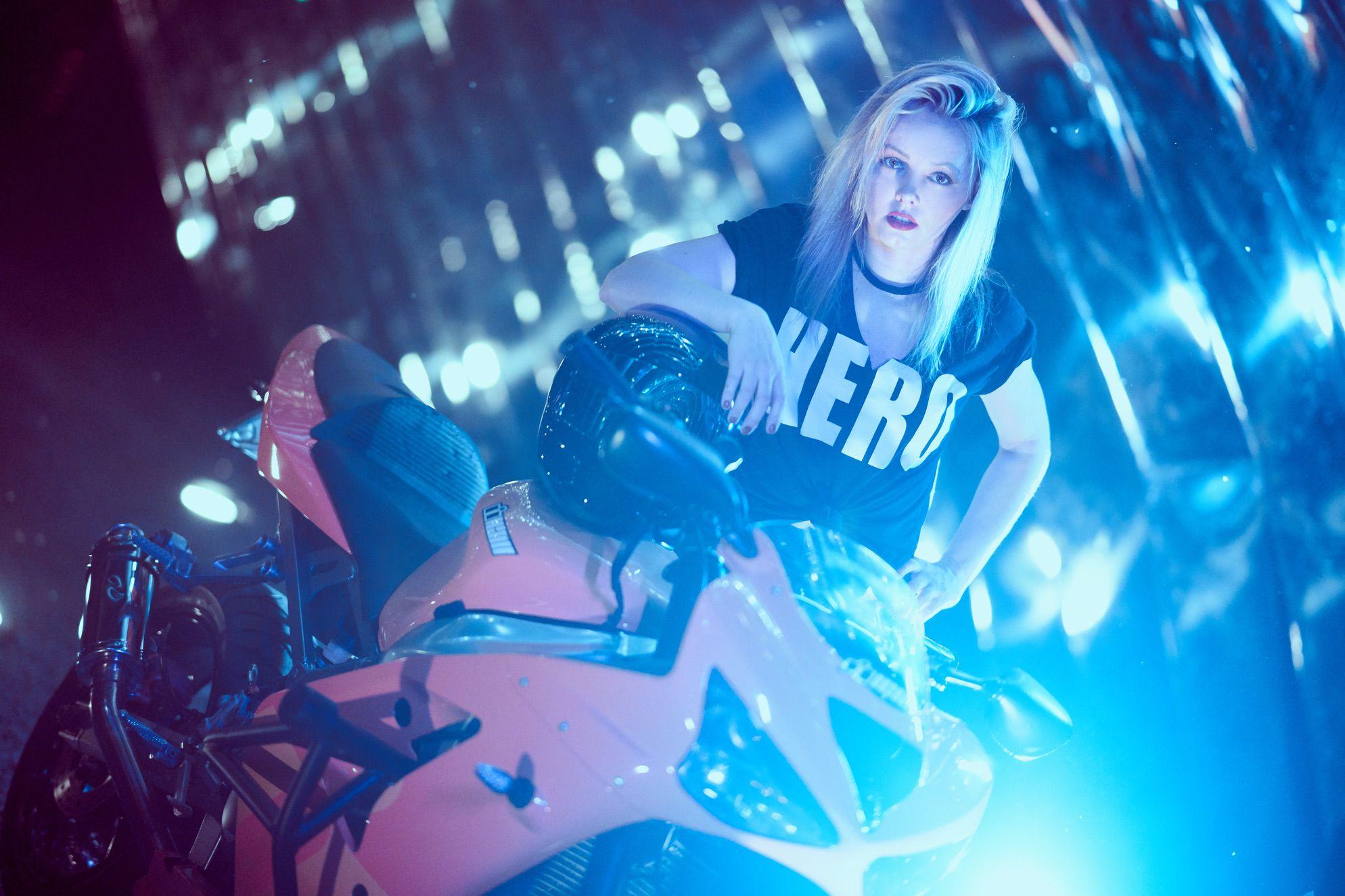 ewa_stunts_icon_merc_azul_session_45