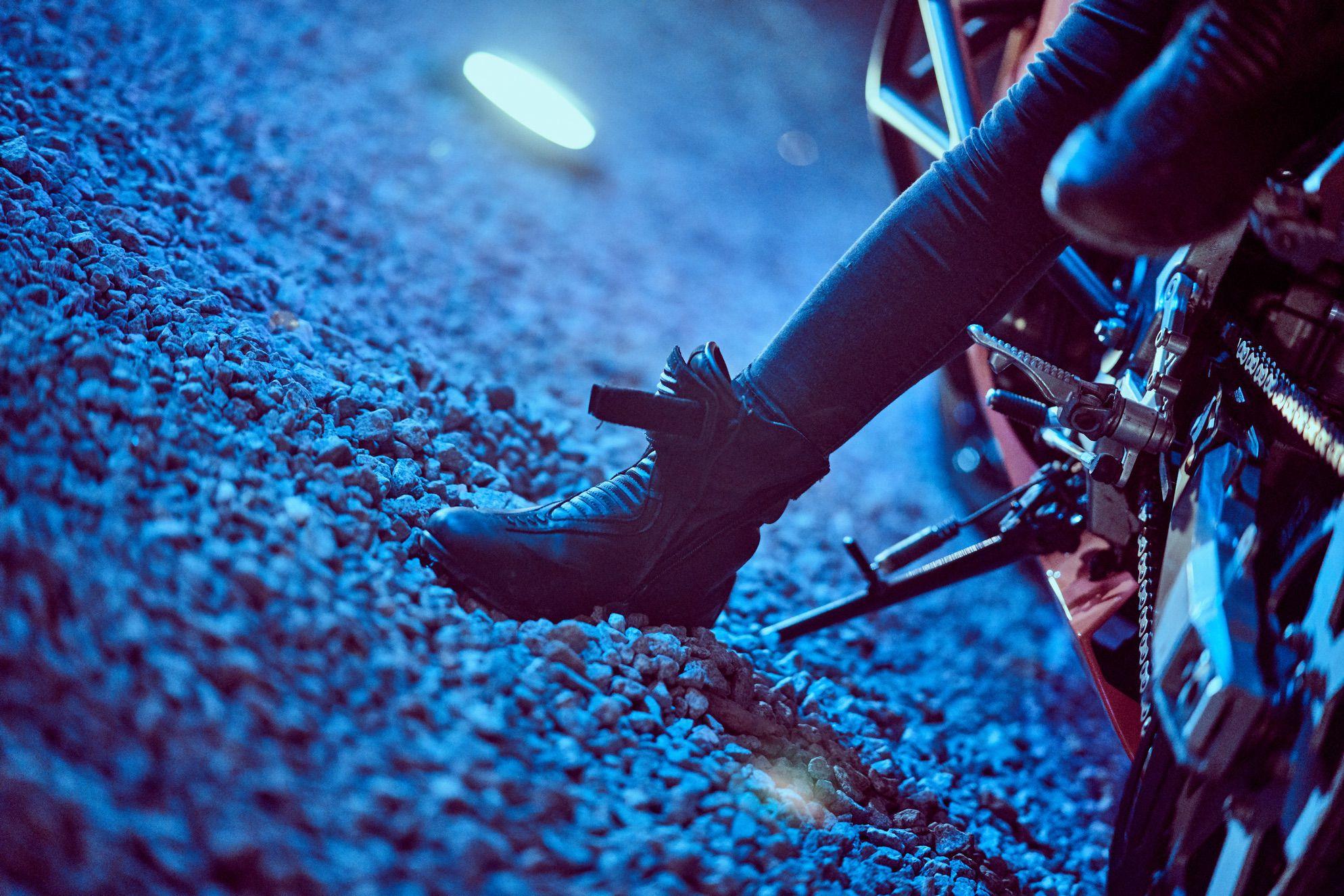 ewa_stunts_icon_merc_azul_session_87