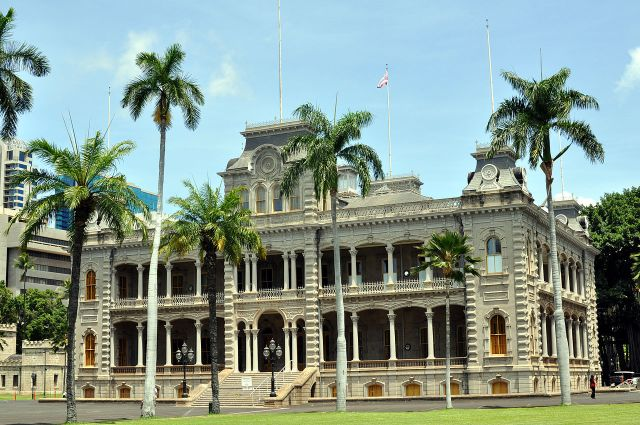 1280px-iolani_palace_oahu_hawaii_photo_d_ramey_logan
