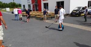 Auf den Ewheels wird Hockey gespielt