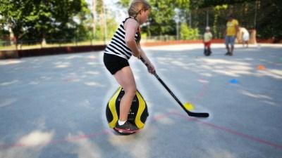 EWheel Hockey spielen auf dem Elektrischen Einrad
