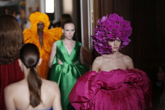 Standing ovation at Valentino caps Paris couture week